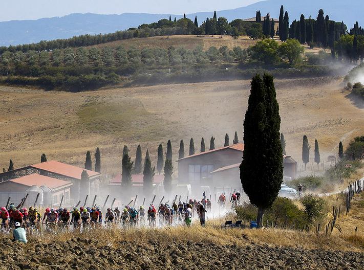Giro d'Italia 2021: Montalcino e il Chianti Classico si tingono di rosa